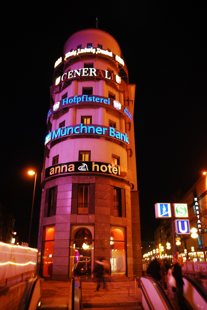201543276c23d8 unterwegs in münchen Foto   Bild