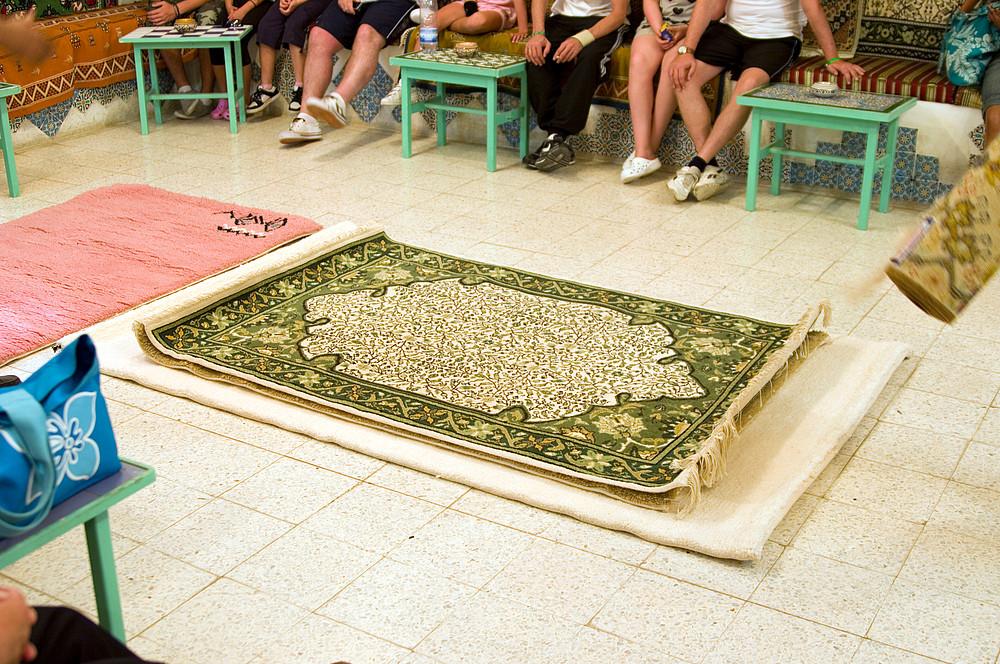 Unterwegs in Tunesien (Bild 06) --> [Kairouan-Teppiche (Austellung)]
