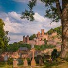 Unverkennbar, die Wertheimer Burg, heute mal vom Bergfriedhof aus gesehen.