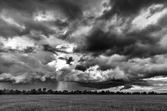 Unwetter in Schwarz-Weiß