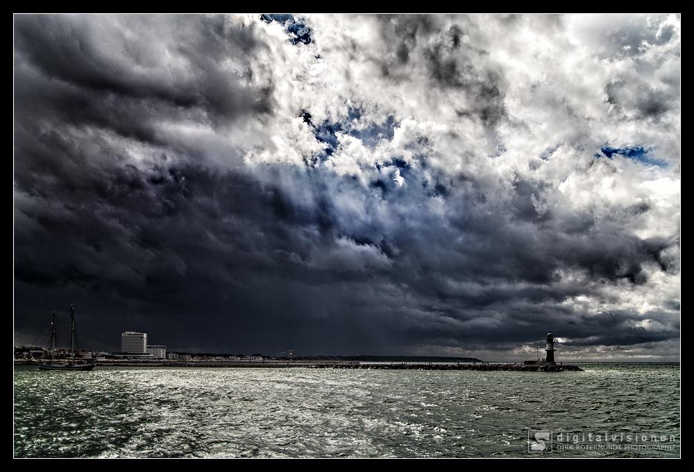 Unwetter über Warnemünde