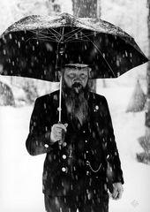 Uomo sotto la neve