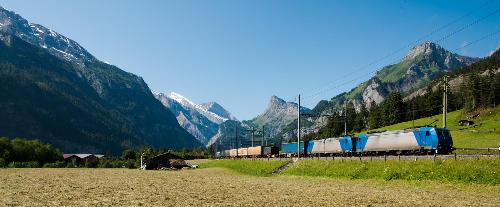>> Up Train >>