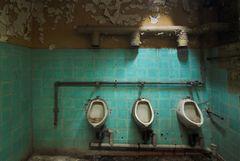 Urinale Dreifaltigkeit