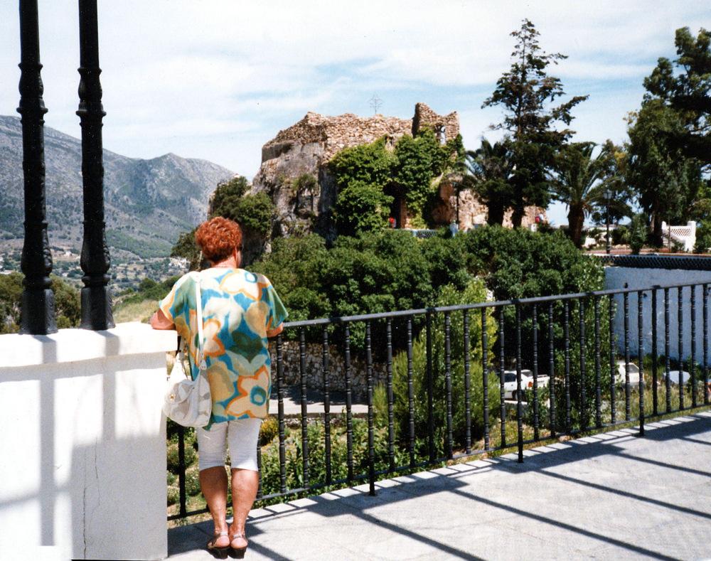 Urlaubserinnerungen - 8 -   unterwegs nach Gibraltar, im HG eine Felsenkirche.. s.u.       .