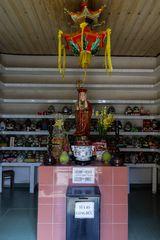Urnen in einem buddhistischem Tempel in Saigon