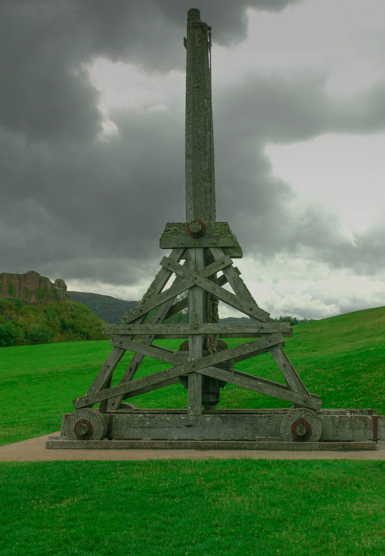 urquhart castle - wurfmaschine foto & bild | europe, united kingdom