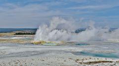 USA 2018 - Yellowstone Nationalpark (3) - Hier brodelt und qualmt es an vielen Stellen