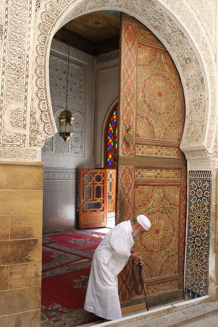 Uscendo dalla moschea