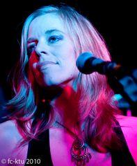 """Ute Kreitz, Backing Vocals der Hamburger Band """"Carolyn"""""""
