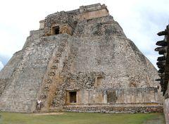 Uxmal- die Pyramide des Wahrsagens
