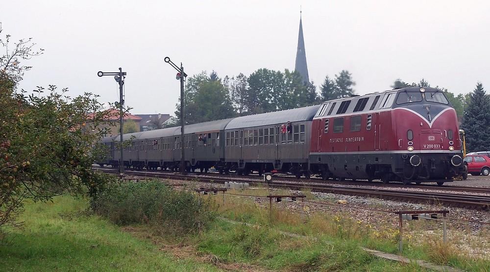 V200 mit einem RE nach Heilbronn