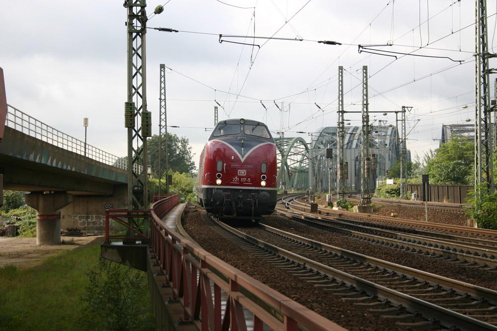 -V221-