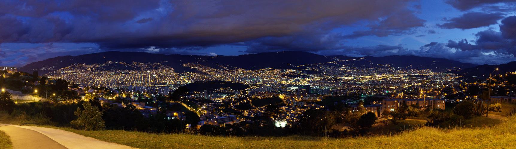 Valle de Medellin - hora azul