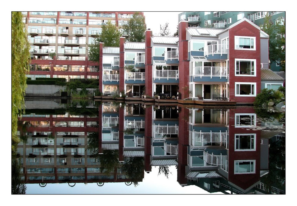 Vancouver Living .... with a BIG Mirror