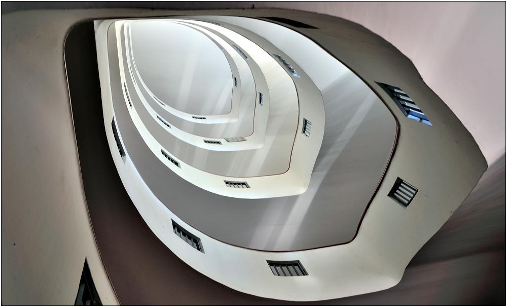 ... Variationen über ein Treppenhaus #1 ...