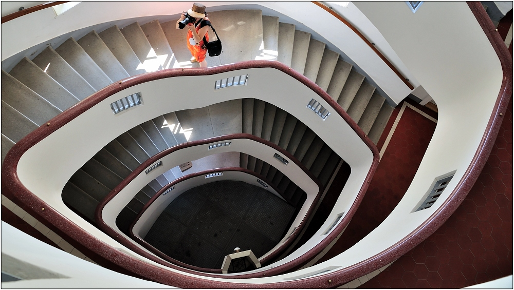... Variationen über ein Treppenhaus #11 ...