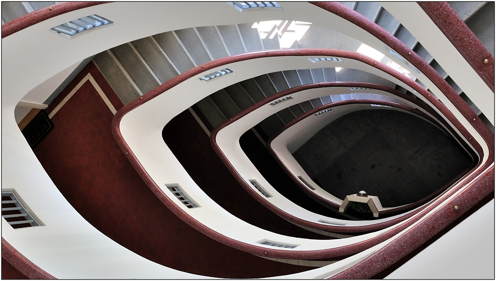 ... Variationen über ein Treppenhaus #14 ...
