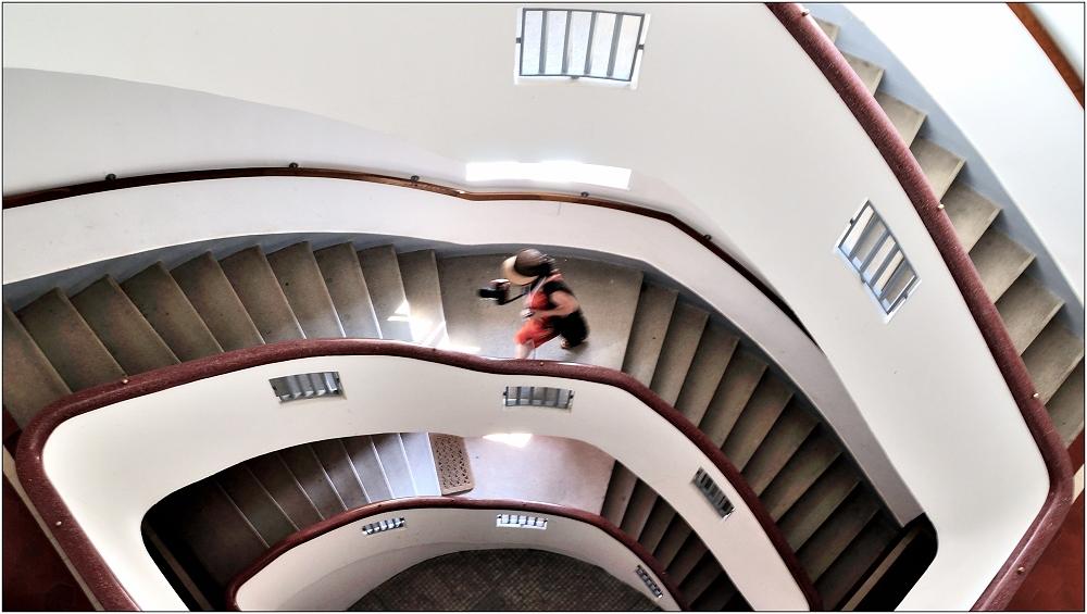 ... Variationen über ein Treppenhaus #9 ...