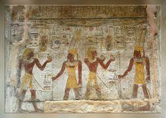Vater und Sohn vor Amun