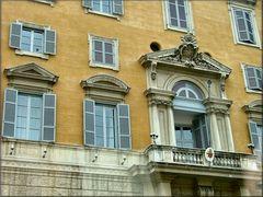 Vaticano città...La finestra del Papa.