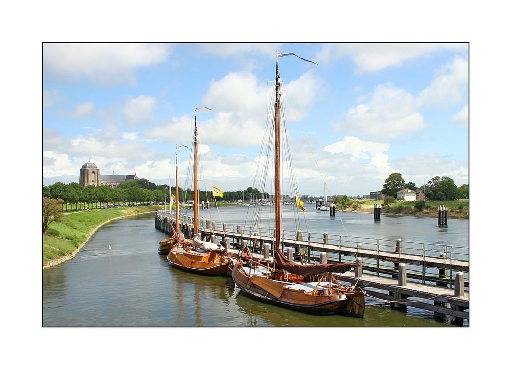Veere - am Kanal, der das Veerse Meer mit der Oosterschelde verbindet