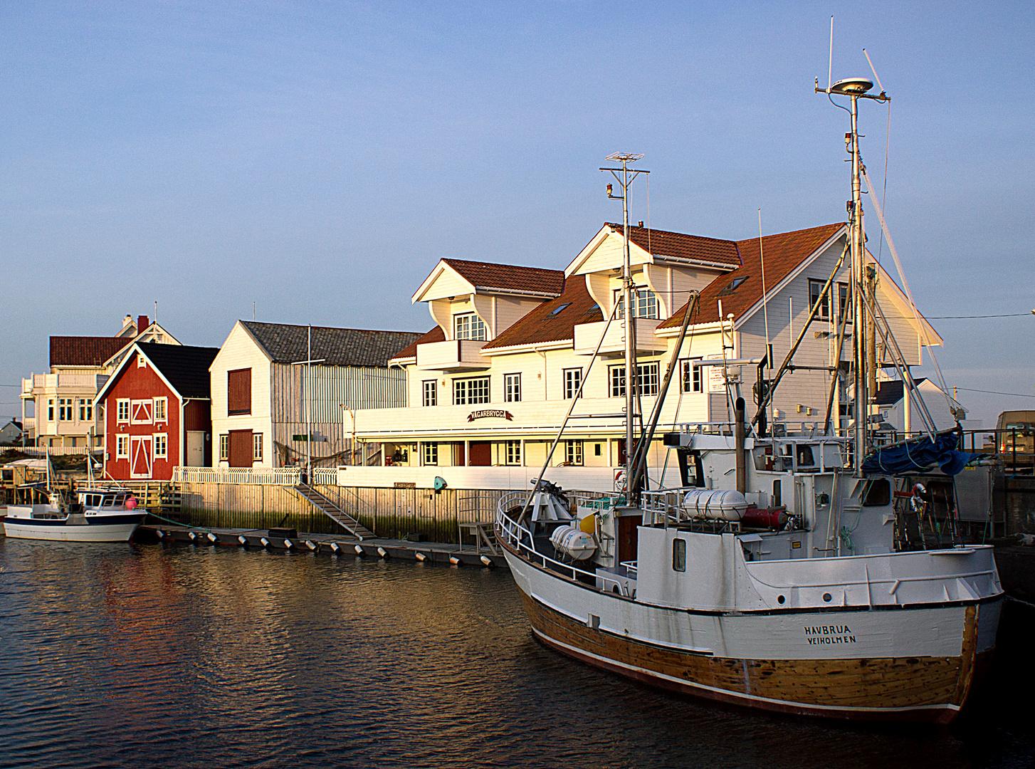 VEIHOLMEN , ein Fischerdorf in Norwegen auf der Insel Smöla