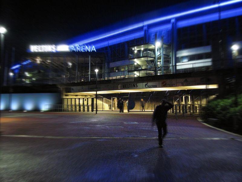 Veltins Arena bei Nacht