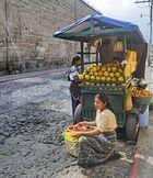 Vendedora de Fruta -1(mangos) en Antigua/ Guatemala