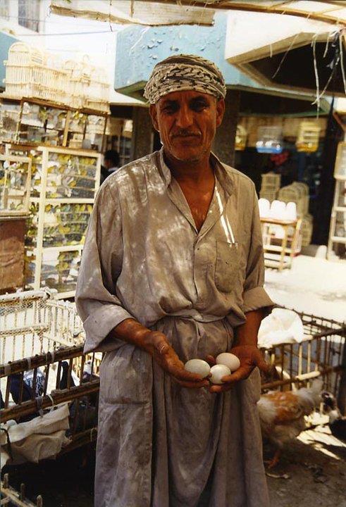 Venditore al mercato di Baghdad (2001)