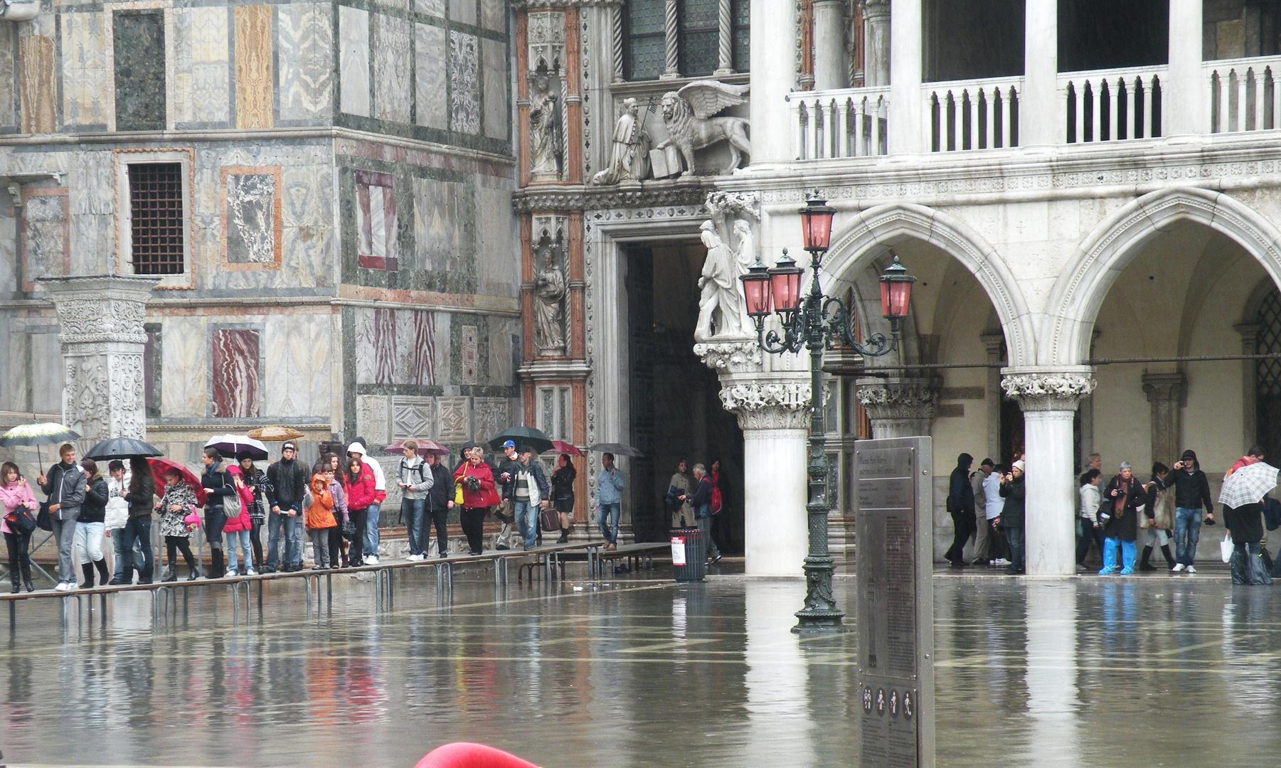 Venecia bajo la lluvia