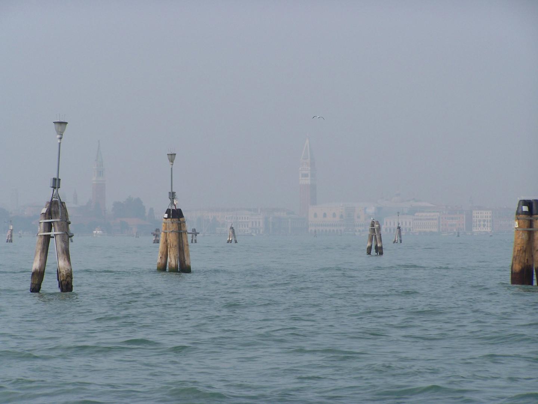 Venecia entre niebla