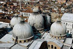 Venedig die Kuppeln von San Marco