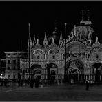 Venedig - Markusplatz bei Nacht -