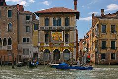 Venedig - Palazzo Salviati ...mit Mosaiken geschmückte Fassade.