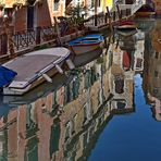 Venedig. Spiegelbild im Wasser-Kanal.