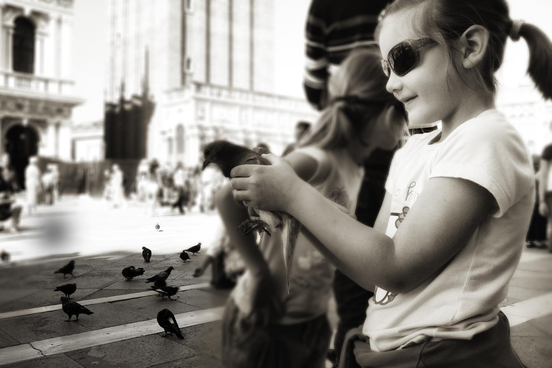 Venedig XIII-Das Mädchen und die Tauben