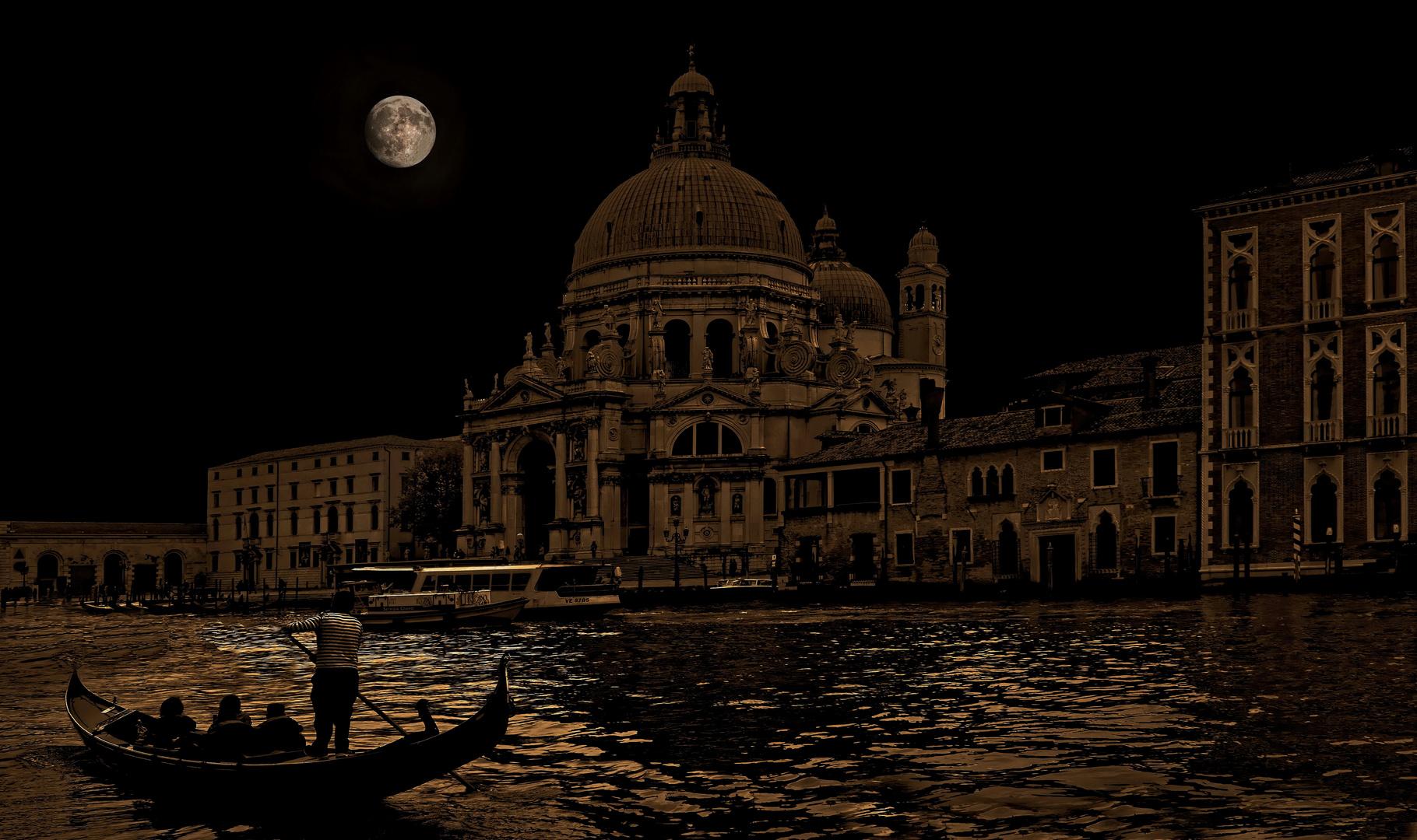 Venezia  - luna e giro in gondola -