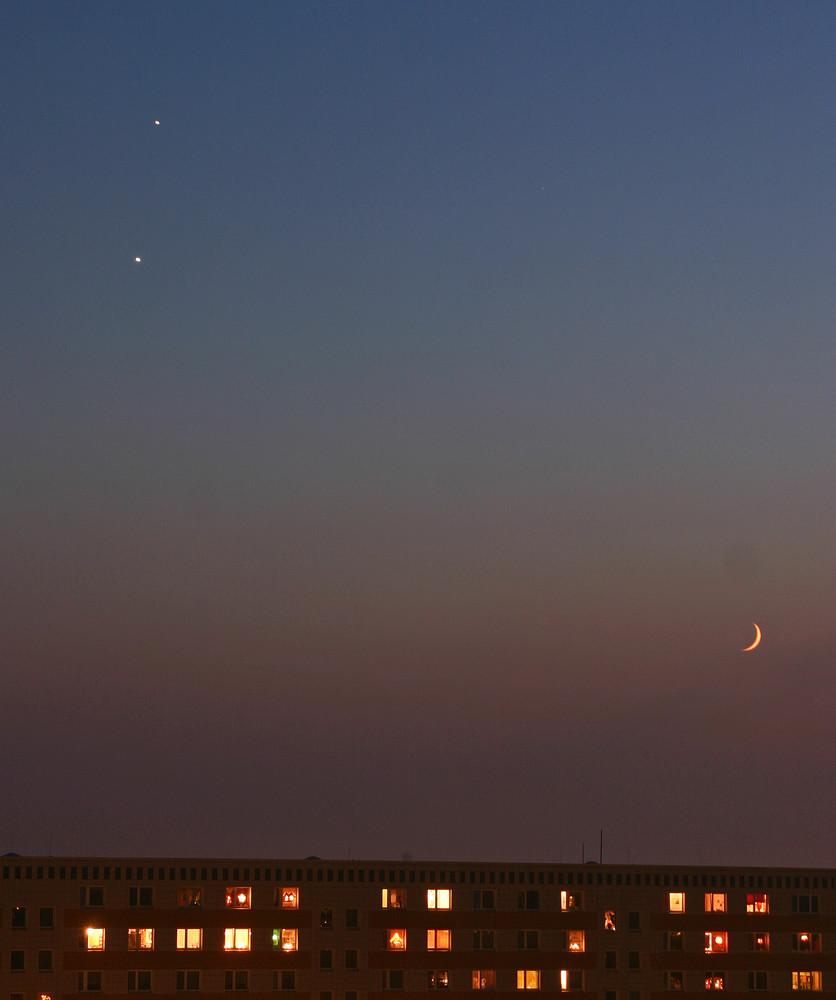 Venus, Jupiter und der zunehmende Mond am Abendhimmel über Berlin-Köpenick am 30.11.08 um 16.51 Uhr