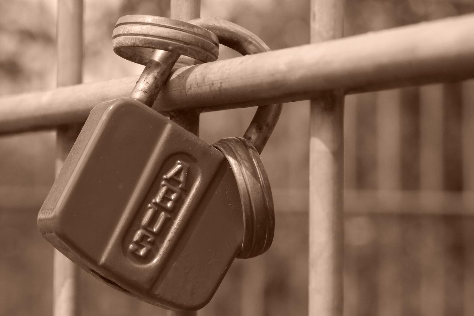 verbunden und verschlossen