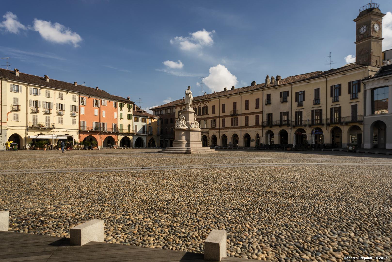 Vercelli, Piazza Cavour