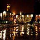 Vercelli, piazza Cavour in una notte di pioggia.
