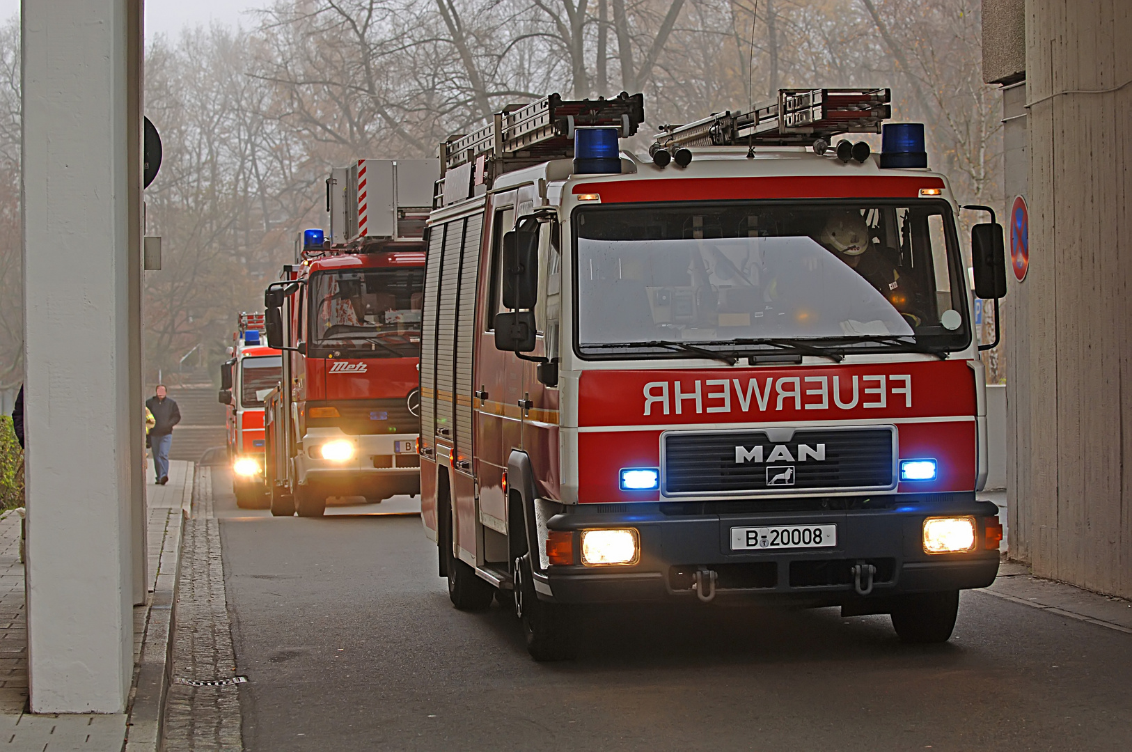 Verdacht eines Wohnungsbrandes in einer berliner Großwohnanlage