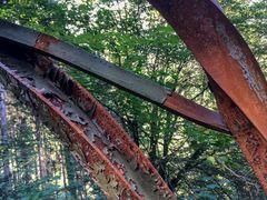 vergessene Träger im Wald