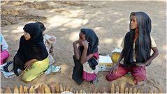 Verkaufsstand nubischer Mädchen.....................