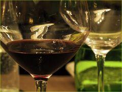 Verres à vin et verre vert à eau
