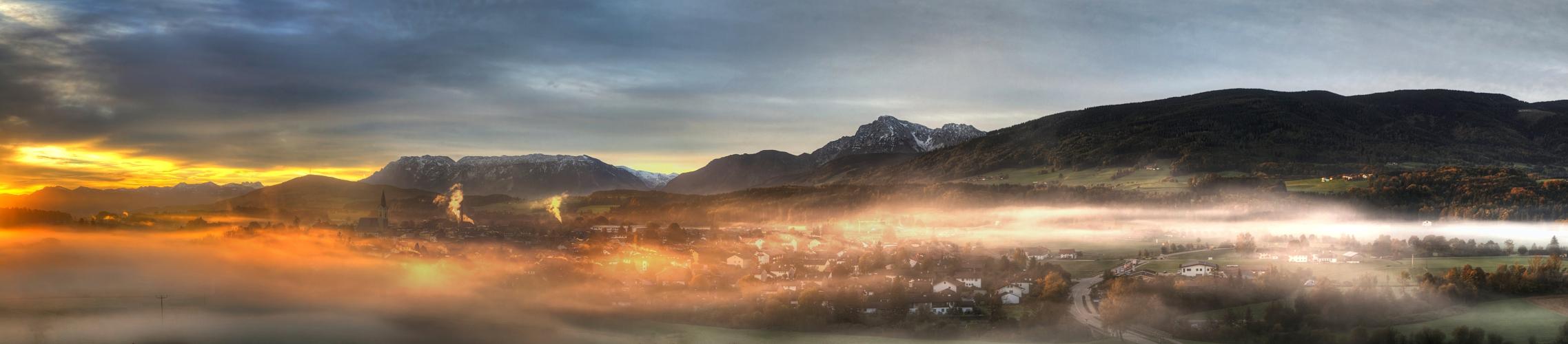Verschleiertes Dorf