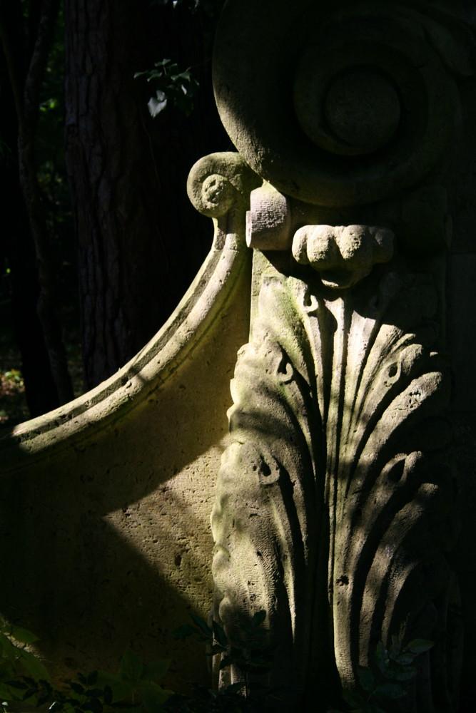 Verstecktes Mausoleum auf dem Berliner Süd-West- Friedhof