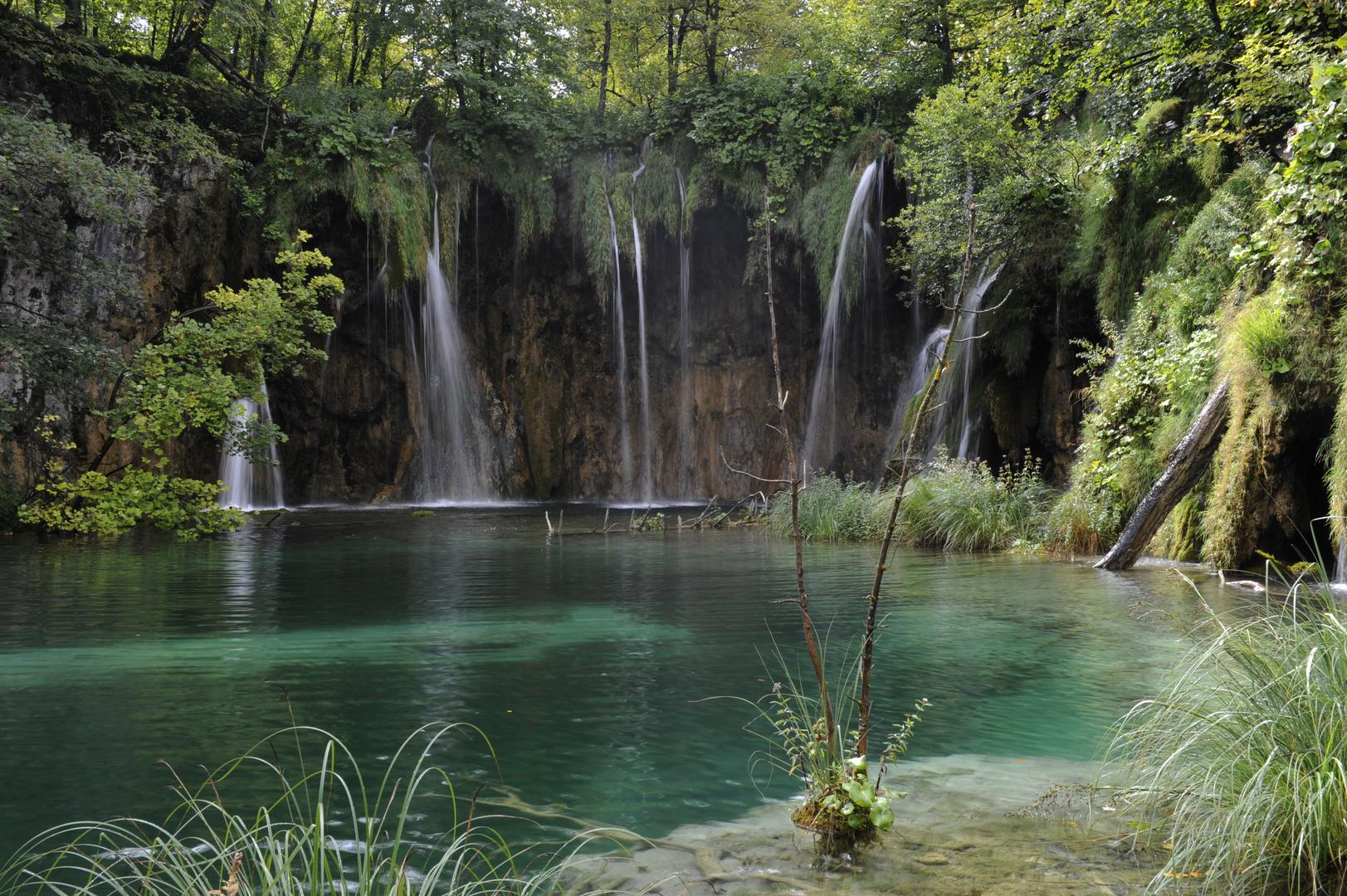 verträumter Plitvicer-See mit Wasserfällen