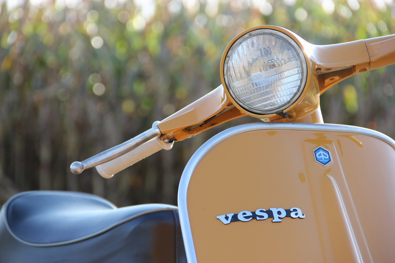 Vespa V50 Giallo Positano